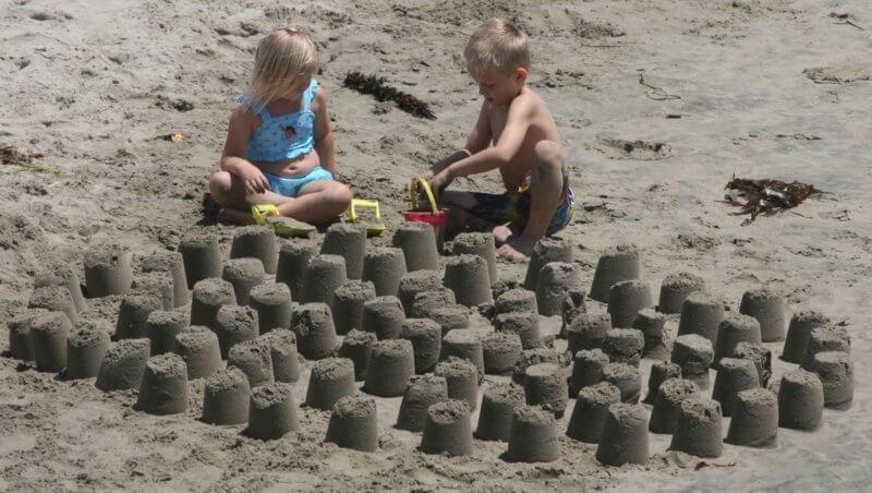 בונים ארמונות בחול